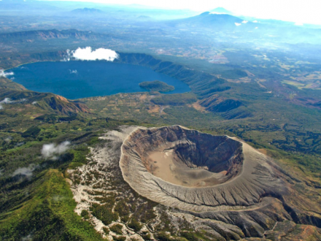 El Salvador Airdrops Bitcoin: 3rd Country to Give It a Shot